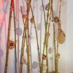 « Les nids » bambou, ficelle, raphia, tissu, calebasse, laine, 250x180 cm