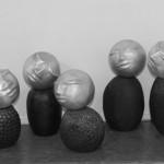 «  En famille », 5 têtes en aluminium recyclé - 11cm + socles en terre enfumée de 12 à 18 cm, 2016